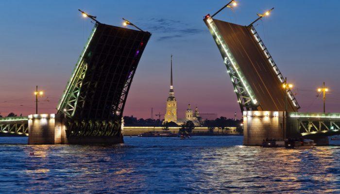 Насколько Питер хуже Москвы по зарплатам для желающих уехать на заработки