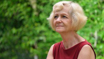 «Не представляю, как живут одинокие. Думаю, что прожить самостоятельно на пенсию невозможно» — история пенсионерки