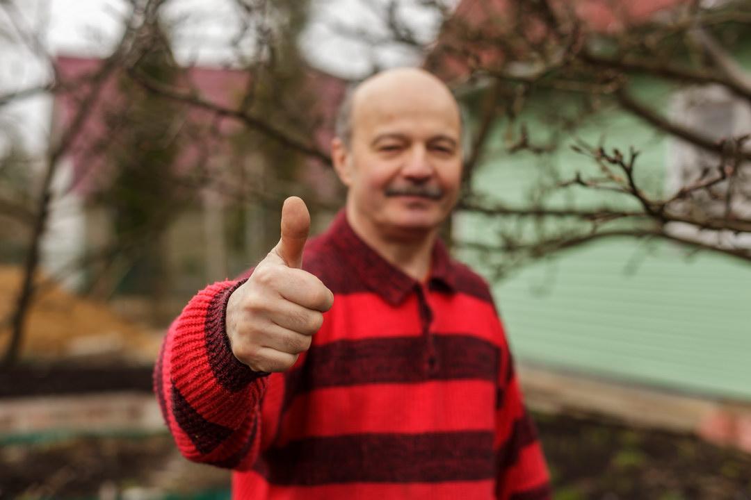 На пенсии стал жить: выращиваю овощи и продаю, с вложенной 1000 получаю 50. Пожалел, что всю жизнь проработал на заводе