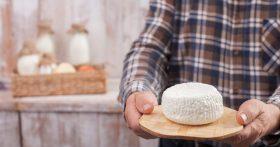 Моя подработка на пенсии: делаю творог из деревенского молока. Не напрягаясь, имею 2500р в неделю
