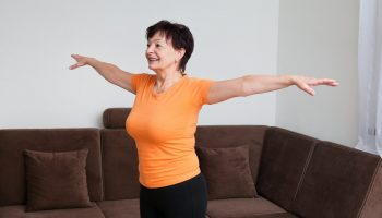 «Я не жалуюсь на свою жизнь и благодарю судьбу за то, что мне на всё хватает» — история пенсионерки из Астраханской обл