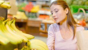 Откровения продавца-кассира сети продуктовых магазинов: условия труда, штрафы, просрочка и зарплата