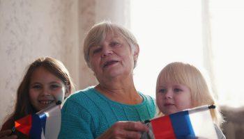 «Хватает на жизнь, еду и помощь детям и внукам». Как прожить на 18700 рублей пенсии в Бурятии