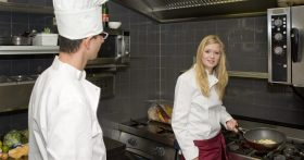 Мой опыт работы поваром в Ялте. — Жадность «хозяев» зашкаливает: выручка громадная, зарплата копейки, работа на износ