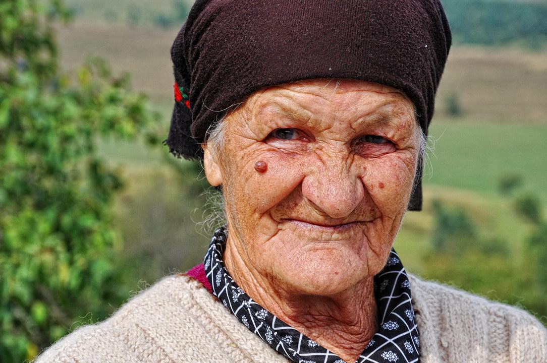 Пенсионерка в деревне