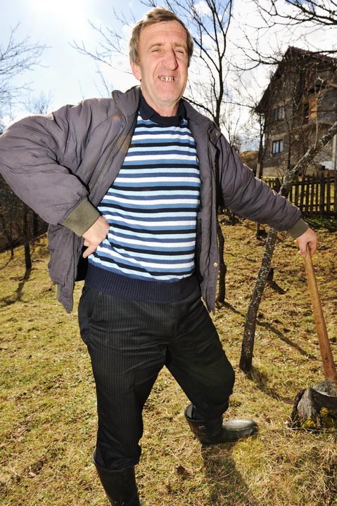 Летом нашёл подработку: собирал грибы и продавал. За ведро – 1000р. Разобрался и понимаю. Зимой выручу в 5 раз больше