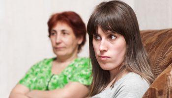 Мать решила найти дочке работу и ходит с ней уже неделю на разные собеседования. Но вот незадача, им не перезванивают