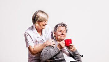 Ухаживаю за бабушкой. Распоряжаюсь её пенсией. — «Не знаю как другие, но «моя» живёт хорошо и даже платит мне зарплату»