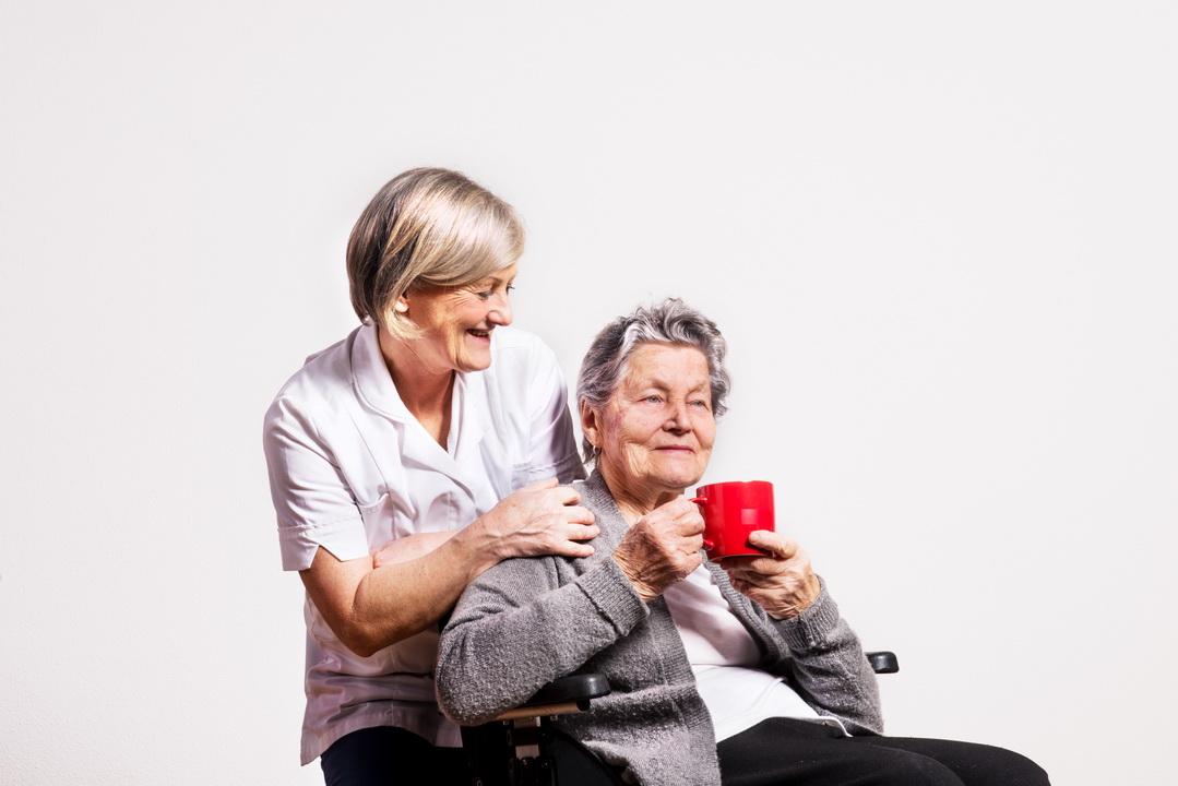 Ухаживаю за бабушкой, распоряжаюсь её пенсией. Не знаю как другие, но «моя» живёт хорошо и даже платит мне зарплату